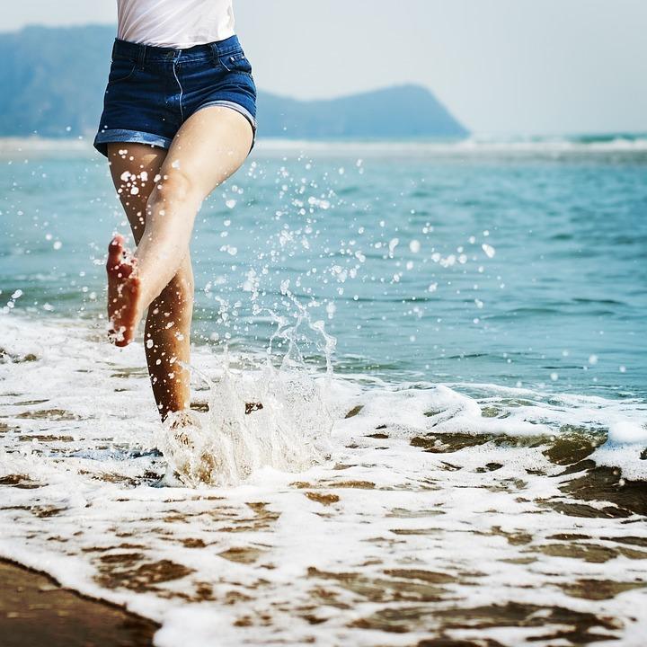 barefoot-1985858_960_720